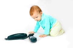 Baby en telefoon stock afbeeldingen