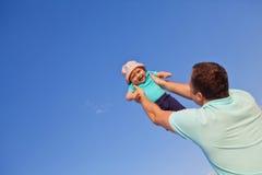 Baby en vader Royalty-vrije Stock Afbeelding