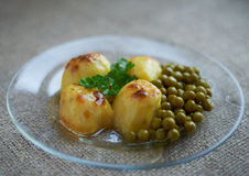 Baked potatoes with peas Royalty Free Stock Photos