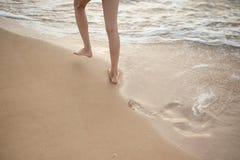 Baby geht zum Meer Lizenzfreies Stockfoto