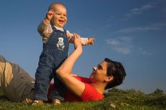 baby grass mother sky Στοκ Φωτογραφίες