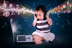 Baby with headphone listens to a song Royalty Free Stock Photos