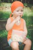 Baby het eten Stock Foto