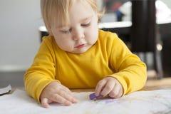 Baby het schilderen Stock Foto