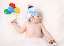 Free Baby Holding Balloons And Rainbow Royalty Free Stock Photography - 220780247