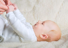 Baby holding mothers hands Royalty Free Stock Photography