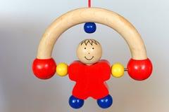Baby houten stuk speelgoed - rollende mens Stock Foto