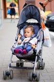 Baby im Buggy lizenzfreies stockfoto