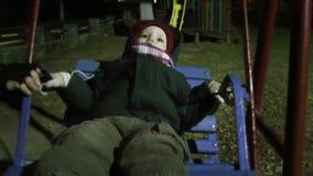 Baby im Park stock footage