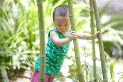 Baby im Sommer lizenzfreies stockfoto