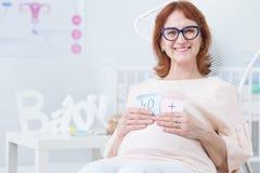 Baby im späten Alter lizenzfreies stockfoto