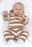 Baby im Strickjackespielanzug Stockbild