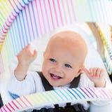 Baby im weißen Spaziergänger Lizenzfreie Stockbilder