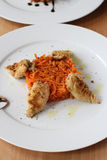 Baby-Kalmar mit karamellisierten Karotten Lizenzfreies Stockfoto