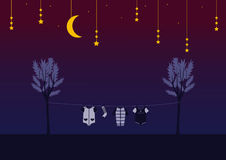 Baby kleidet auf Wäscheklammer im nächtlichen Himmel, Design für Kinderkarten Stockbilder