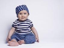 Baby in leuke uitrusting royalty-vrije stock foto's