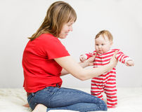 Baby making first steps Royalty Free Stock Photos