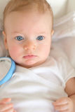 Baby met blauwe ogen Royalty-vrije Stock Foto's