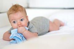 Baby met blauwe ogen Stock Afbeelding