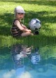 Baby met een bal Stock Foto's