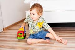 Baby met een stuk speelgoed Royalty-vrije Stock Foto