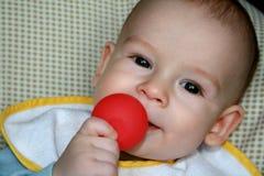 Baby met een stuk speelgoed Royalty-vrije Stock Afbeelding