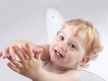 Baby met engelenvleugel Stock Afbeeldingen