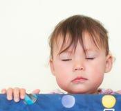 Baby met Gesloten Ogen Stock Fotografie