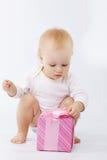Baby met giftdoos Stock Afbeelding