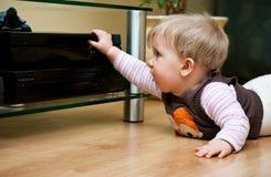 Baby met huisvideo stock fotografie