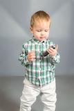 Baby met kam Stock Foto's