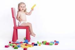Baby met kleurrijke blokken Royalty-vrije Stock Afbeeldingen