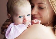 Baby met moeder Royalty-vrije Stock Afbeelding