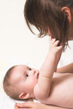 Baby met momy stock afbeelding