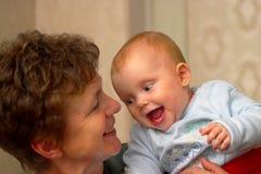 Baby met oma Royalty-vrije Stock Fotografie
