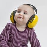 Baby met oorbescherming Royalty-vrije Stock Foto