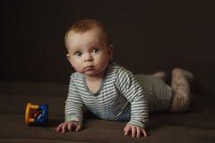 Baby met stuk speelgoed Royalty-vrije Stock Afbeeldingen