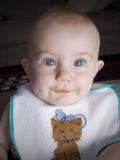 Baby met voedsel op lippen royalty-vrije stock fotografie