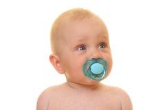 Baby mit Friedensstifter Stockbild