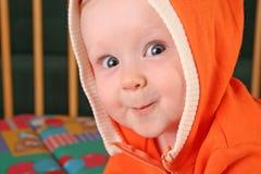 Baby mit Haube lizenzfreies stockfoto