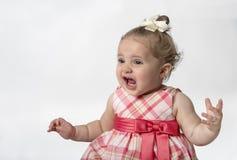 Baby mit lustigem Ausdruck stockfotografie
