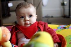 Baby mit Spielwaren stockbilder