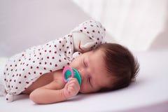 Baby mit Spielzeug Stockbilder