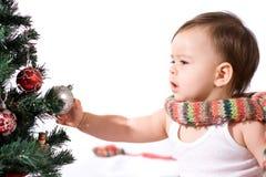 Baby mit Weihnachtsbaum Lizenzfreie Stockfotos