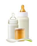 Baby mjölkar flaskor, behandla som ett barn kruset av puré och skeden som isoleras på vit Royaltyfria Foton