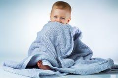 Baby nachdem dem Waschen Stockbild