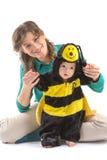 Baby oben gekleidet wie Biene Lizenzfreies Stockfoto