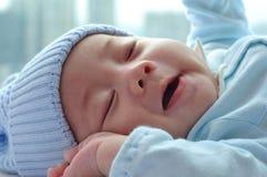 Baby ongeveer aan kielzog omhoog stock foto's
