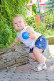 Baby op een gang Stock Foto's