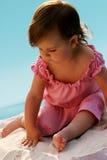 Baby op een kust Royalty-vrije Stock Foto